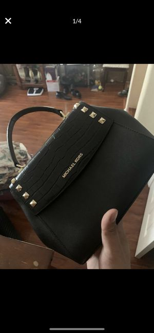Backpack/purses 4 bags for 300 for Sale in Las Vegas, NV