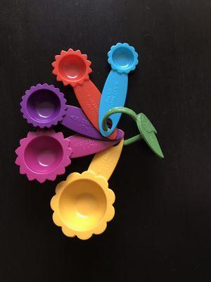 Kizmos flower / plastic Measuring spoons for Sale in Alexandria, VA