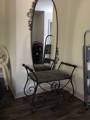Bench and mirror for Sale in Atlanta, GA
