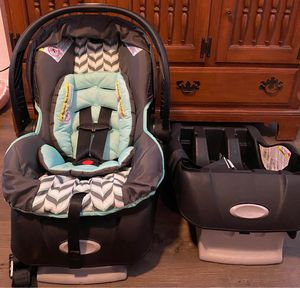 Like New Car Seat With Extra Base!! for Sale in Independence, KS
