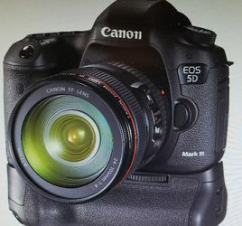 Canon 5D Mark III with Grip for Sale in Austell,  GA