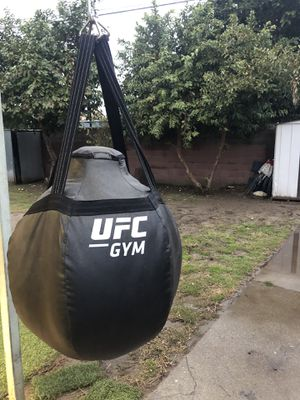 Teardrop heavy punching bag . Good condition. for Sale in Pomona, CA