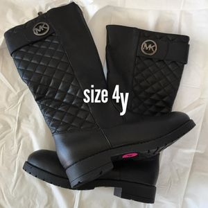 $25 girls Michael Kor boots size 4y for Sale in Temple City, CA
