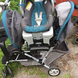 Graco duel glider stroller with infant car for Sale in Rensselaer, NY