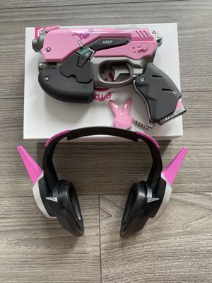 DVA Overwatch USB gun portable charger and headset for Sale in Los Angeles, CA