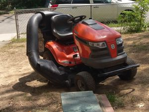 Hursquavana 23 horsepower ridding mower and moving tractor for Sale in Woodbridge, VA