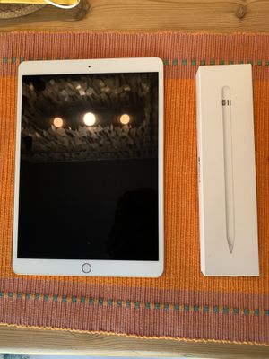iPad Air 3rd gen 256GB with Apple Pencil for Sale in Tampa, FL