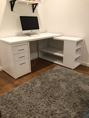 Spacious Desk for Sale in MONARCH BAY, CA