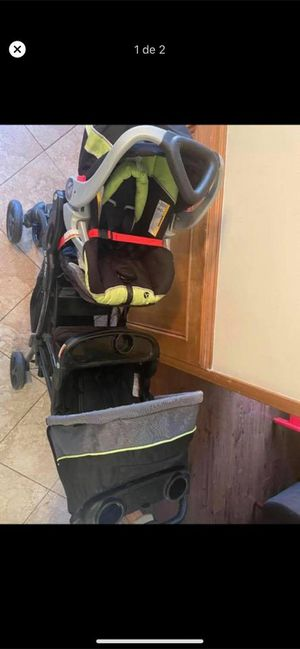 Double stroller for infant and toddler for Sale in Houston, TX