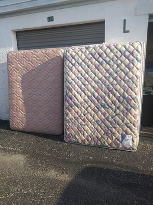 Queen Mattress and Boxspring 2 sets FREE for Sale in Largo, FL