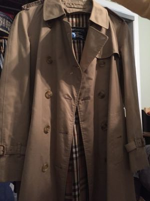 Vintage burberry trench coat from the 90s 🧥 for Sale in East Windsor, NJ