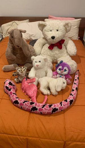 Assorted stuffed animals for Sale in Los Angeles, CA