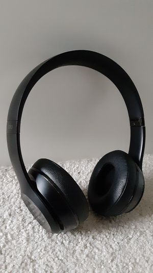 Beats solo 3 matte black wireless bluetooth headphones for Sale in Columbus, OH