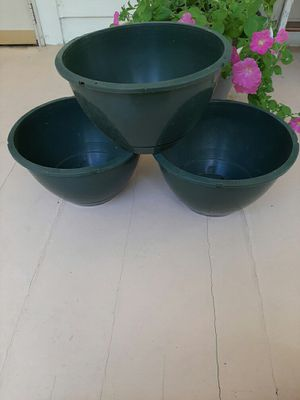3 Plastic Flower Pots for Sale in Cuyahoga Falls, OH