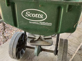 Yard Seeder Scott's 2000 for Sale in Kilgore,  TX