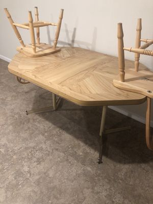 Kitchen table with 4 chairs for Sale in Nashville, IL