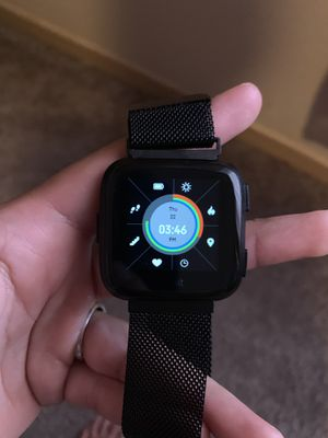 Fitbit versa for Sale in Laredo, TX