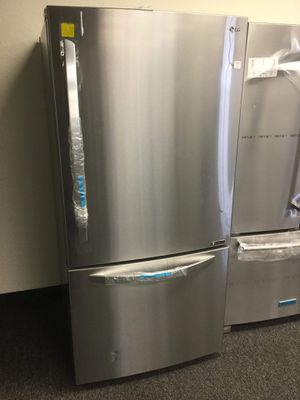 New LG Bottom Freezer Refrigerator for Sale in Arlington, TX