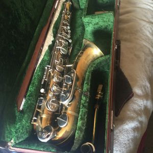 Majestic Saxophone With Case for Sale in Aurora, CO