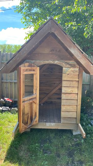 Dog house for Sale in Des Plaines, IL