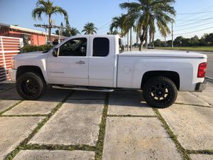 Chevy Silverado LT for Sale in Miami, FL