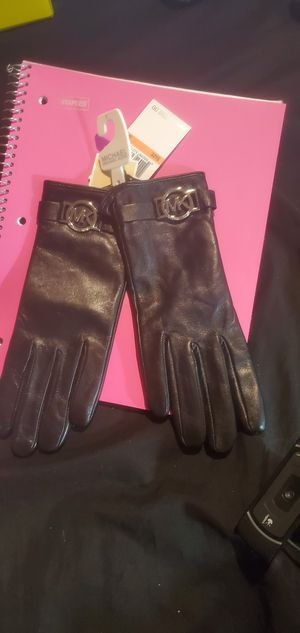 Womens Mk winter gloves for Sale in Kennesaw, GA