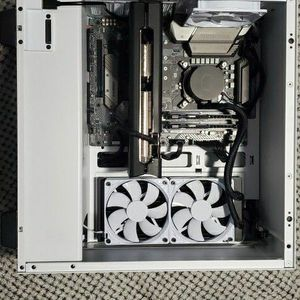 """Gaming computer Ibuypower """"Snowblind"""" with LCD screen panel for Sale in Miami, FL"""