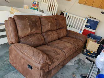 Reclining Couch for Sale in Orland Park,  IL