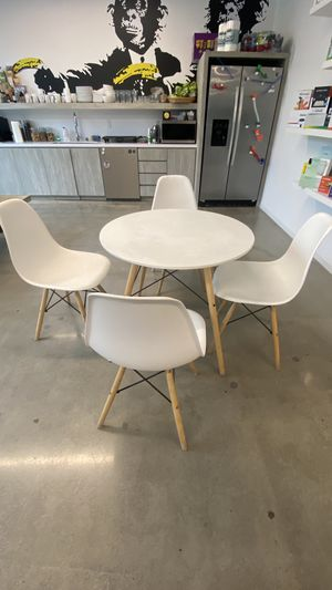 2 White Eames Kitchen Table and 6 Chairs for Sale in Newport Beach, CA