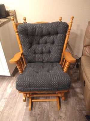 Comfy rocking chair for Sale in Prineville, OR