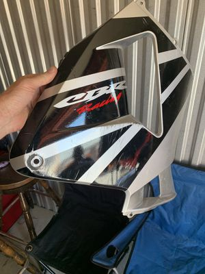 2005 HONDA CBR600RR FAIRING - SILVER AND BLACK - GOOD CONDITION - OEM - COMPLETE - ALUMINUM STAND for Sale in Wheat Ridge, CO