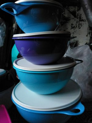 Bowls tupperwear container purple and blue for Sale in Washington, DC