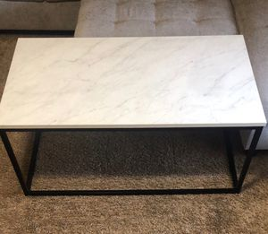 Dorian coffee table for Sale in Cuyahoga Falls, OH