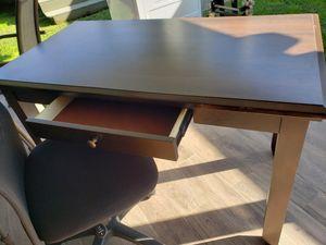 Desk&chair for Sale in Luling, LA