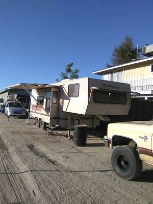 Fifth wheel for Sale in Caruthers, CA