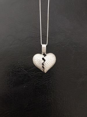 925 sterling silver broken heart 💔 pendant with chain for Sale in Philadelphia, PA