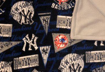 New York Yankees Fleece Blanket for Sale in North Las Vegas,  NV