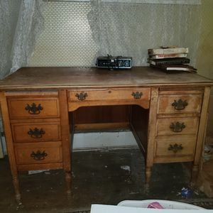 Oak desk for Sale in Kirklyn, PA