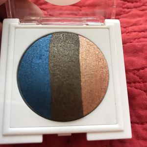 Mary Kay at Play Baked Eye Trio OUT OF THE BLUE 2g for Sale in Las Vegas, NV