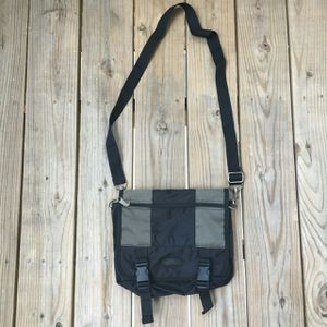 VINTAGE 3IN1 MESSENGER/ CROSS-BODY/ FANNY PACK for Sale in Raleigh, NC