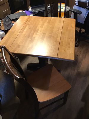 Small kitchen table and two chairs. Wood for Sale in Newark, CA