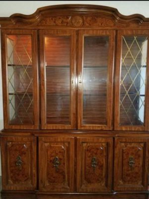 BROYHILL FURNITURE.,. Very beautiful antique china cabinet. for Sale in Tucson, AZ