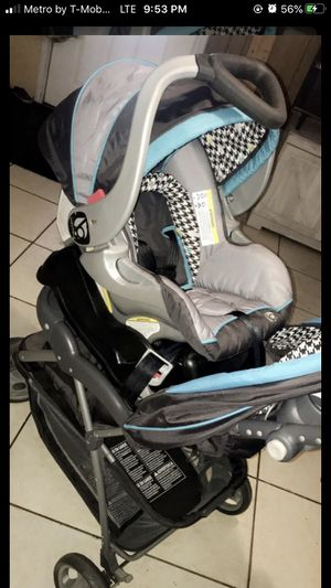Car seat with stroller for Sale in Plant City, FL