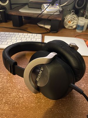 Sony Headphones w/ Microphone - Cheap!! for Sale in Garden Grove, CA