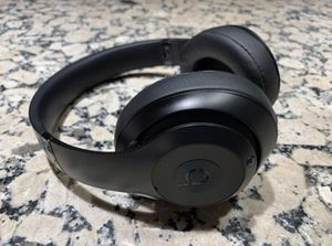 Beats Studio 3 Wireless Noise Cancelling Headphones for Sale in Lawndale, CA