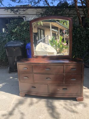 Brown Dresser W/ Mirror! for Sale in Rancho Cucamonga, CA