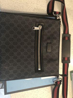 Gucci messenger bag for Sale in Miami Gardens, FL