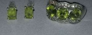 🎁Stunning Vintage Sterling Silver genuine peridot and diamond ring and pierced earring set🎁 for Sale in Lake Stevens, WA