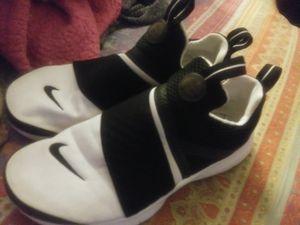 Nike 5.5 women's shoes for Sale in Las Vegas, NV