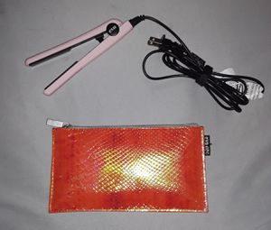 EvA portable porcelain hair straightener w/case for Sale in Vancouver, WA